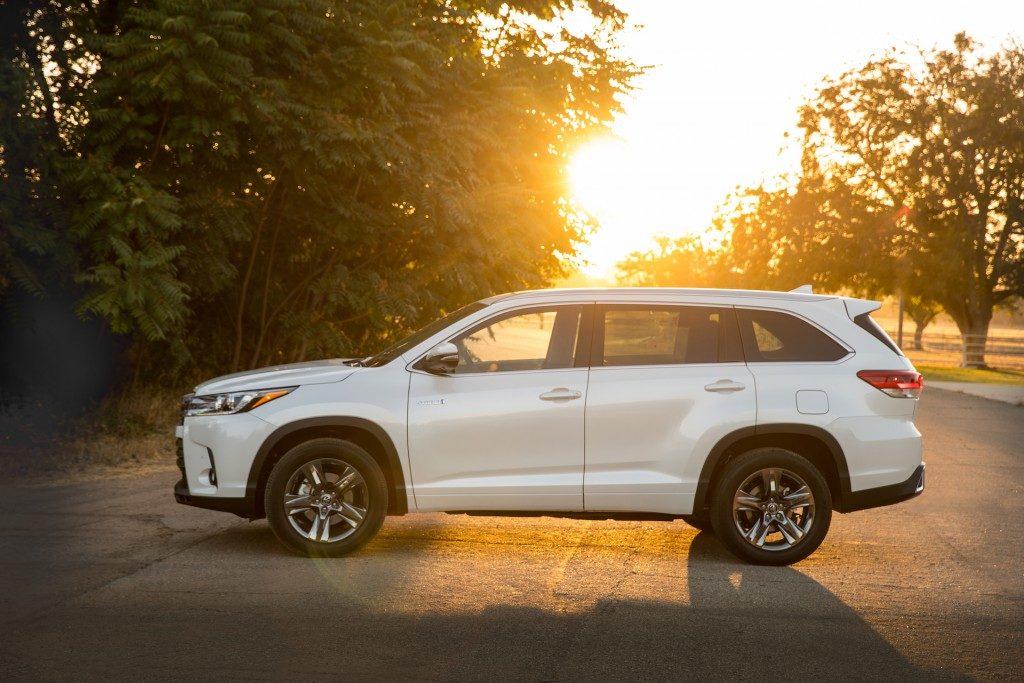 2 2017 Toyota Highlander 31 590 Best Fuel Economy
